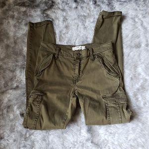 H&M green cargo cropped pants size 4